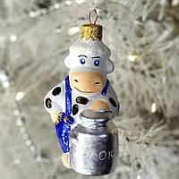 """Формовая стеклянная игрушка, символ года """"Коровушка с бидончиком"""" 10 см, фото 1"""