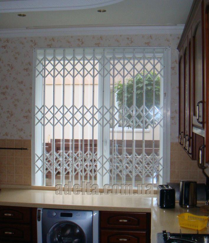 Решетка раздвижная на окно Шир.1600*Выс1950мм