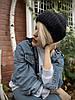 Шапка жіноча в'язана з вовни мериноса і ангори м'яка з підворотом стильна чорна закруглена