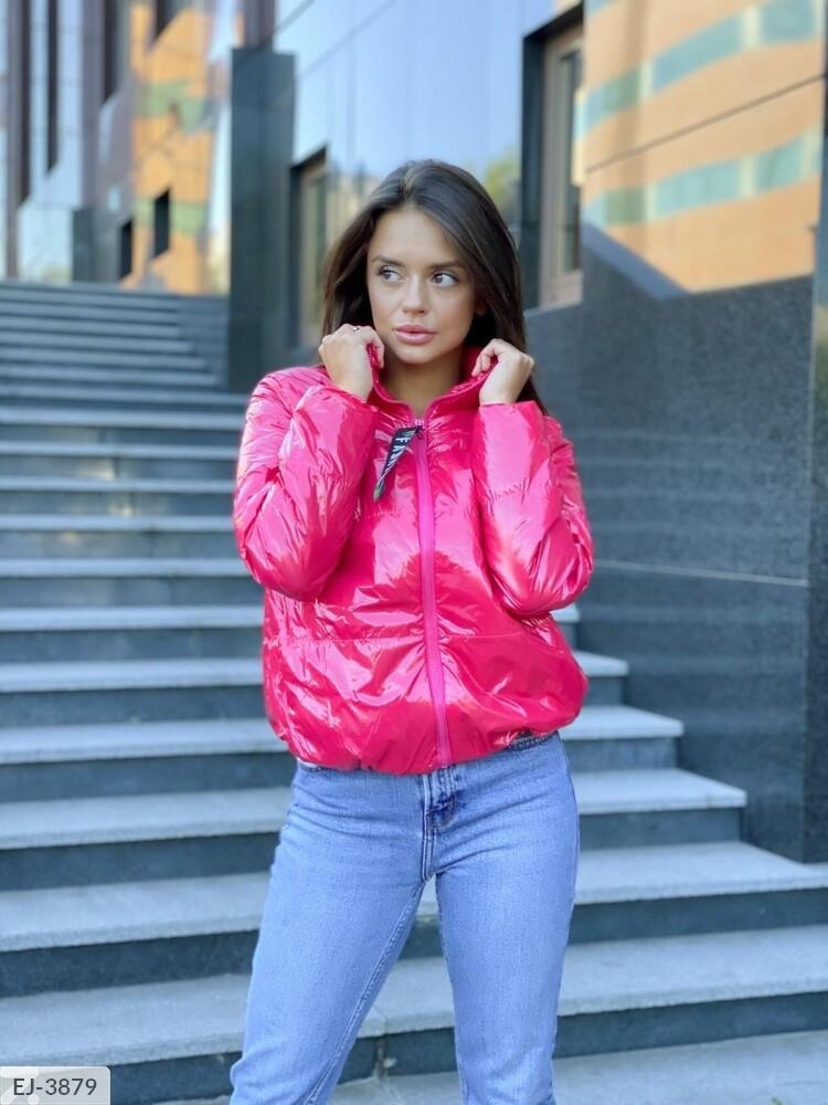 Женская куртка. Цвета на фото. Размер: 42-48. Ткань синтепон 150.