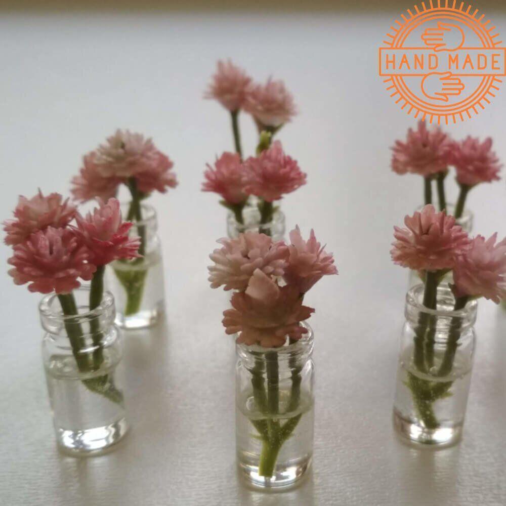 Кукольные цветы в прозрачных баночках