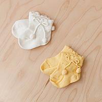 """Красивые носочки для малышей с помпонами """"Bubo"""" молочные и желтые. Размеры: 0-6 и 6-12 мес."""