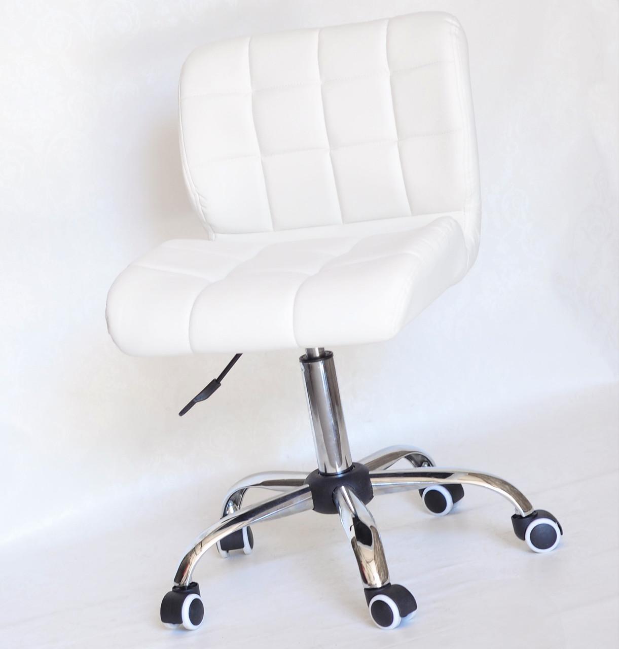 Стильное белое кресло на колесиках с хромированным основанием и сиденьем из эко-кожи Soho CH-Office ЭкоКожа