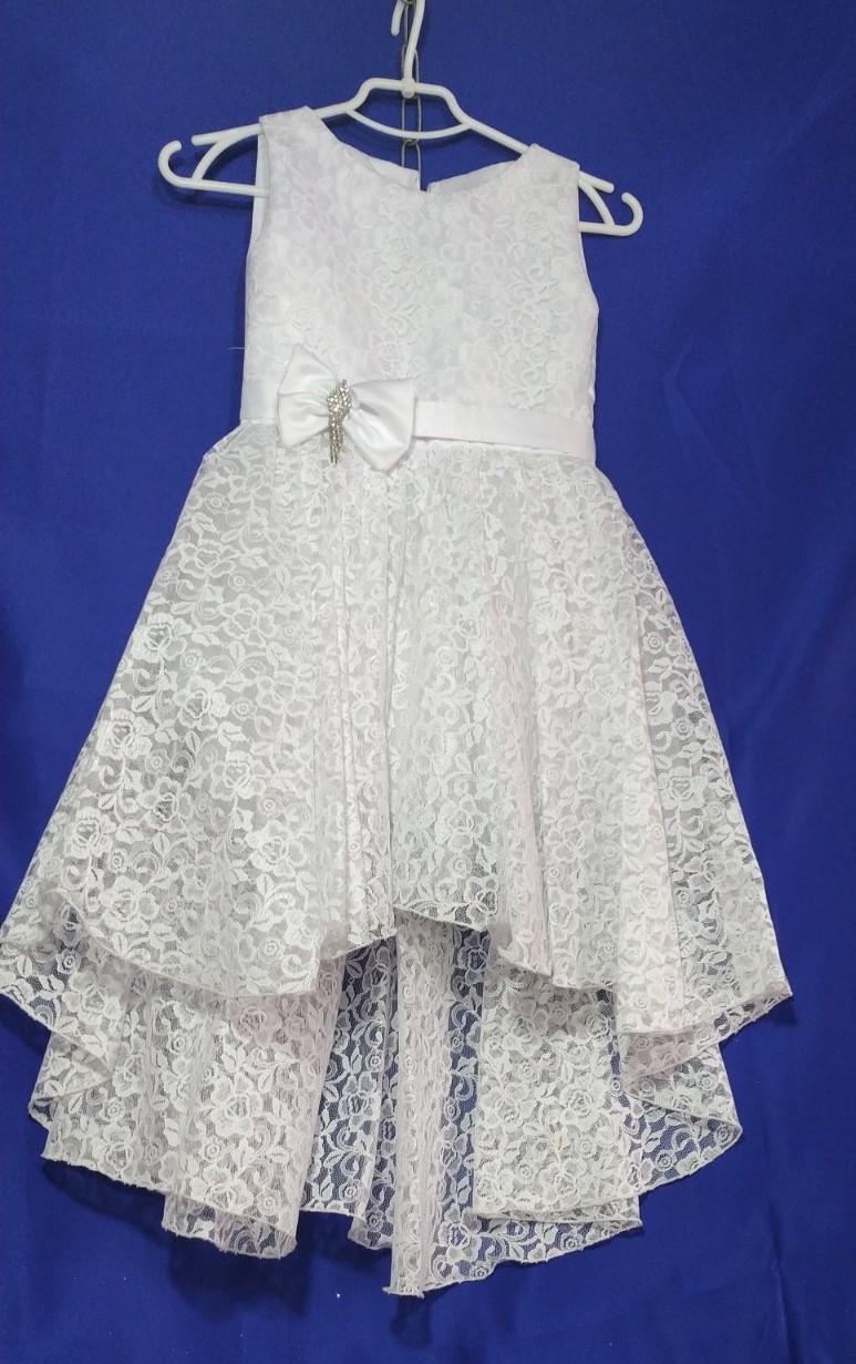 Бальное нарядное платье гипюровое со шлейфом на девочку 5-7 лет белого цвета