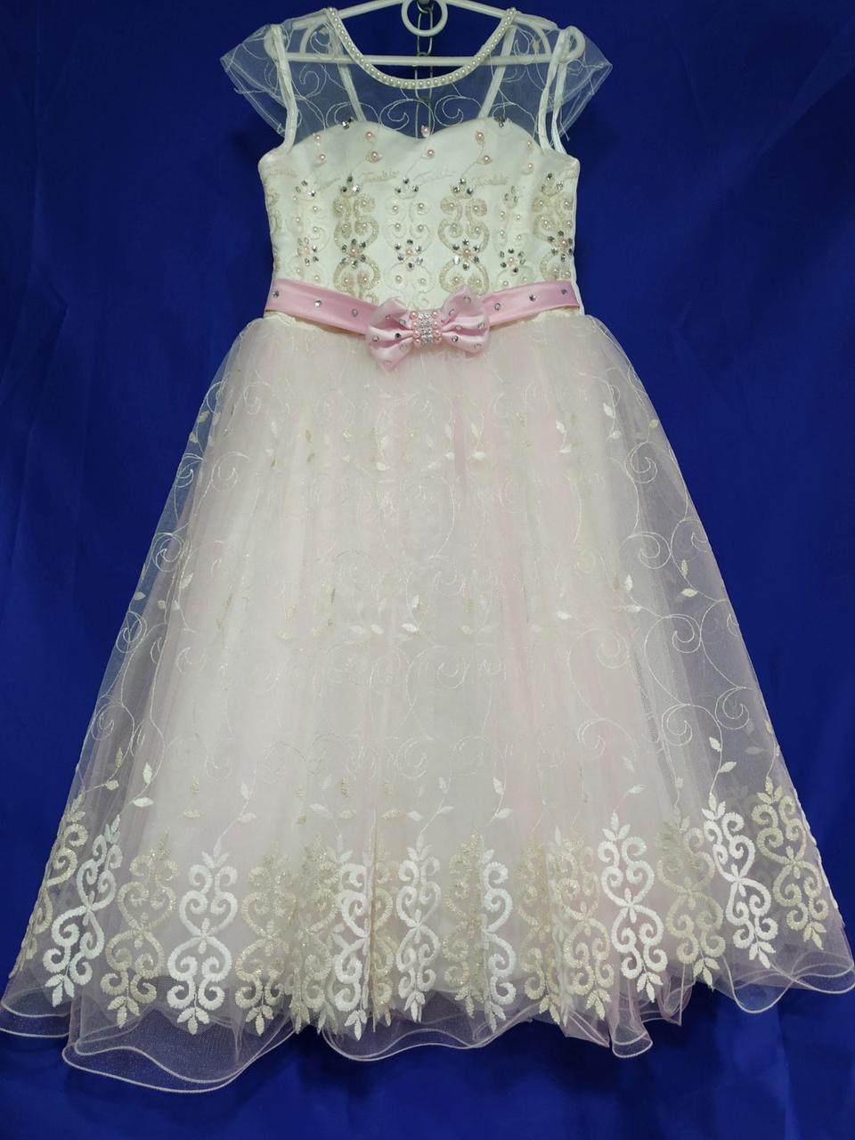 Детское нарядное платье  на девочку 6-8 лет кремового цвета