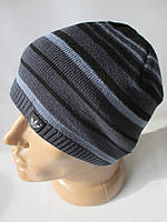 Подростковые вязанные шапки в узкую полоску.