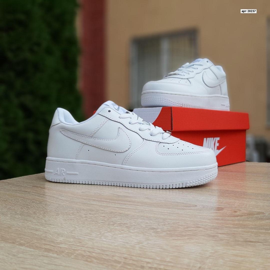 Женские кроссовки Nike Air Force (белые) 20237