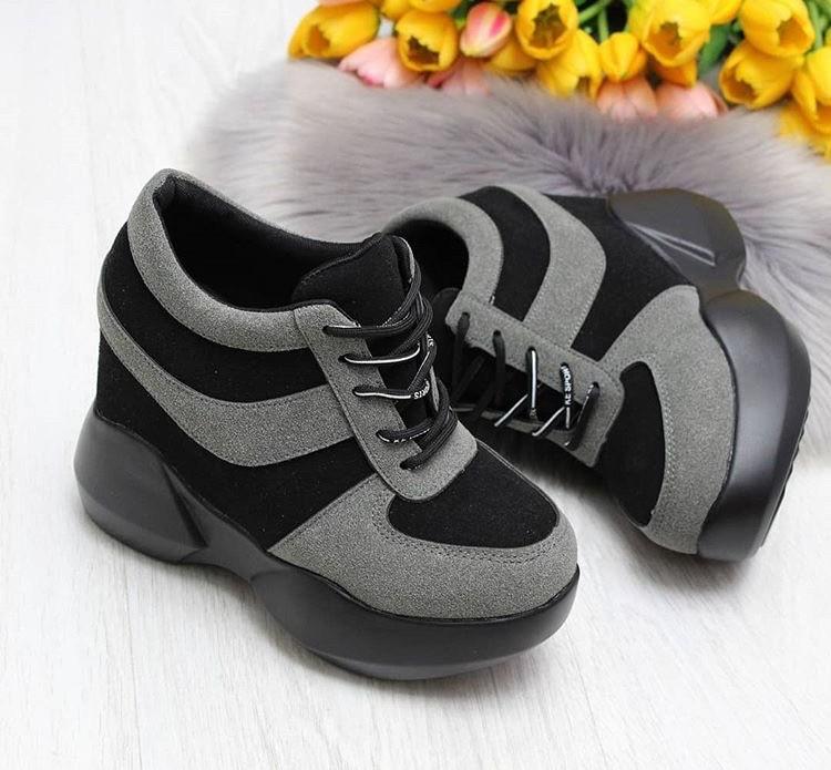 Сникерсы кроссовки на высокой платформе с танкеткой на шнурках серый и черный b-457