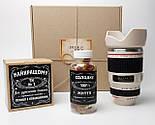 """Мужской подарок """"Мой фотограф любит виски"""": кружка-объектив, конфеты в банке, печенье с предсказаниями, фото 2"""