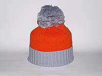 Оранжевая шапка с помпоном