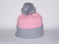Светло-розовая шапка с помпоном