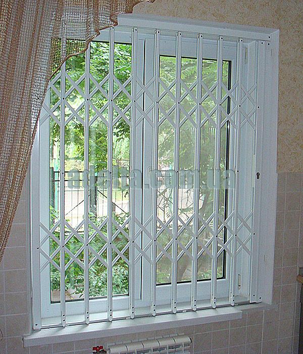 Решетка раздвижная на окно Шир.1255*Выс1550мм