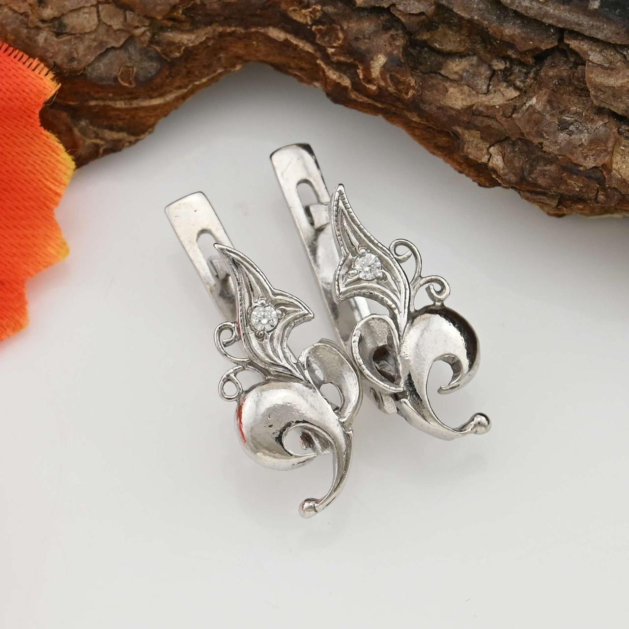 Серебряные серьги позолоченные Джина размер 17х8 мм вставка белые фианиты вес 2.47 г