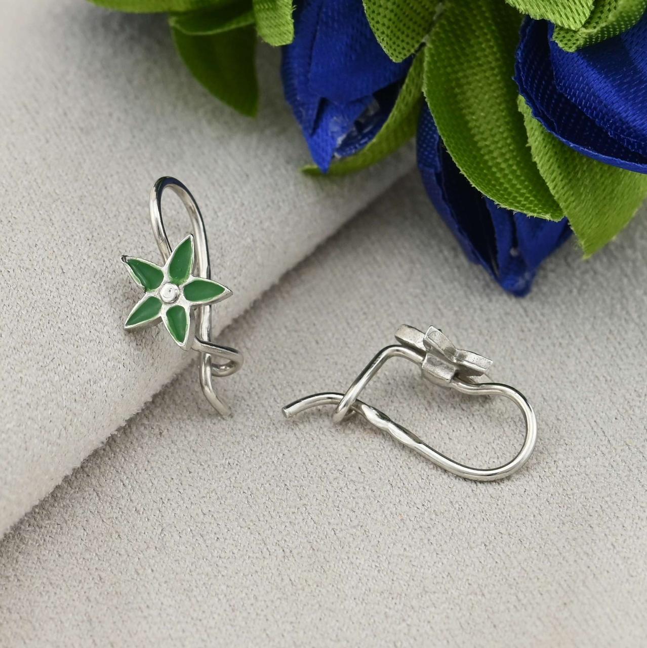 Серебряные серьги Фиалочка размер 7х7 мм вставка зеленая эмаль вес 1.1 г