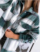 Рубашка женская в крупную клетку из утепленной байки зеленая в стиле  оверсайз, фото 2