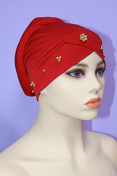 Модна чалма з золотими намистинами червоний