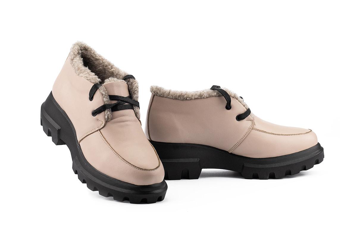 Женские ботинки кожаные зимние бежевые