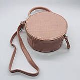 Женская классическая круглая сумочка на ремешке рептилия розовая, фото 8