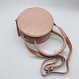 Женская классическая круглая сумочка на ремешке рептилия розовая, фото 5
