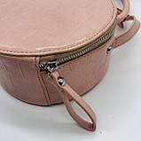 Женская классическая круглая сумочка на ремешке рептилия розовая, фото 6