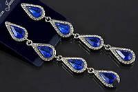 Длинные серьги - манящий аксессуар с синими каплями в миниатюрных стразах
