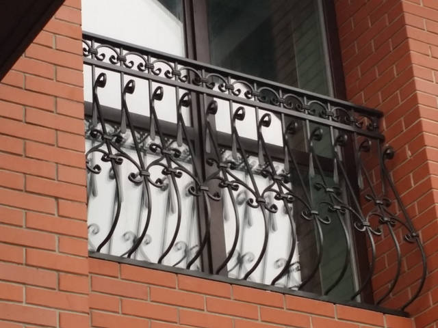 Кованые перила на балкон 4