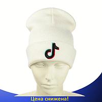 Шапка Tik Tok / ТикТок с черным логотипом Белая - молодежная шапка-лопата с отворотом