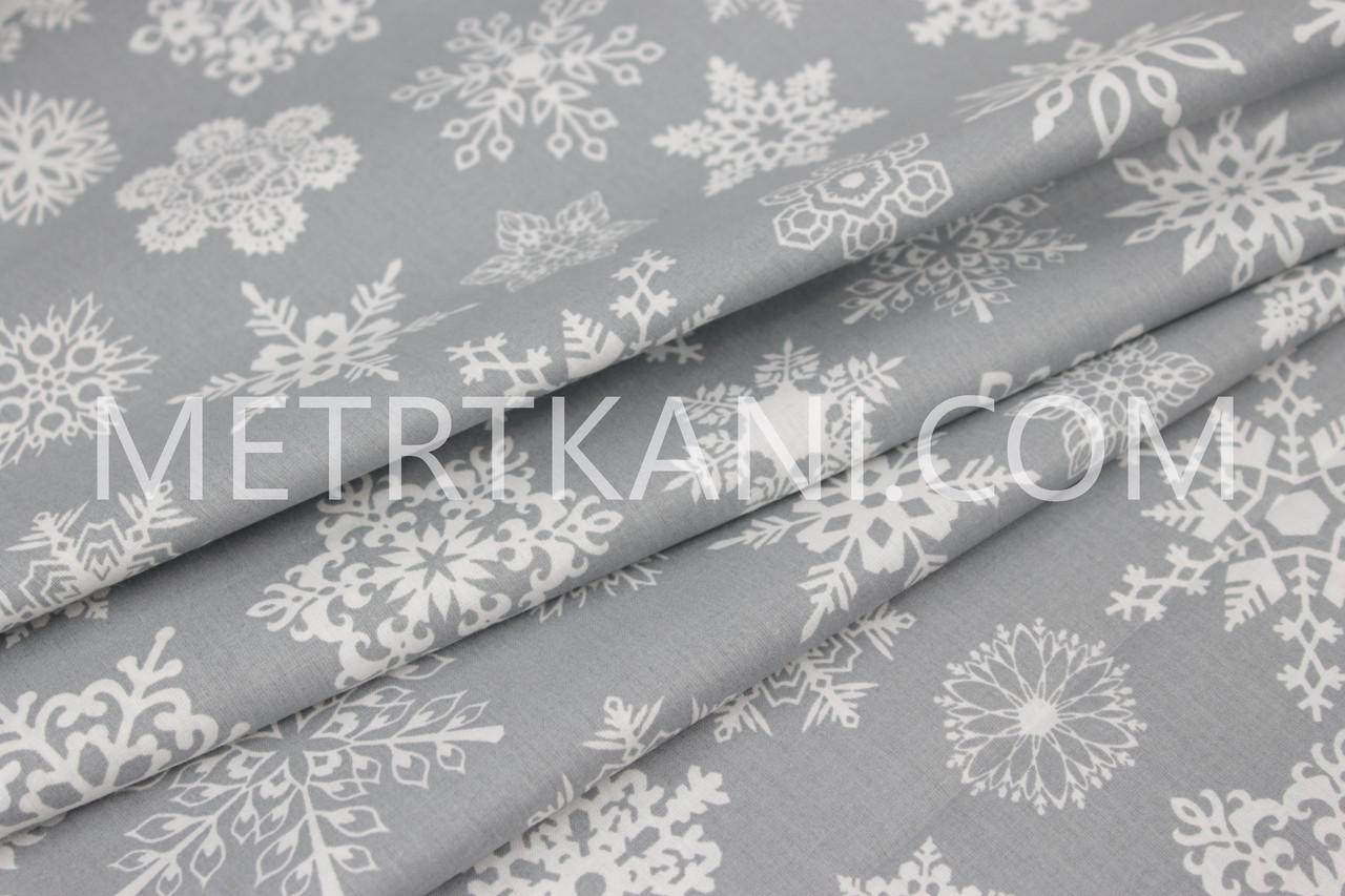 """Лоскуток.  Ткань ранфорс Турция  """"Снежинки  """" белые на сером 85*240 см"""
