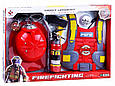 Игровой набор пожарника F015C каска, мегафон, фонарик. Брызгает водой, фото 3