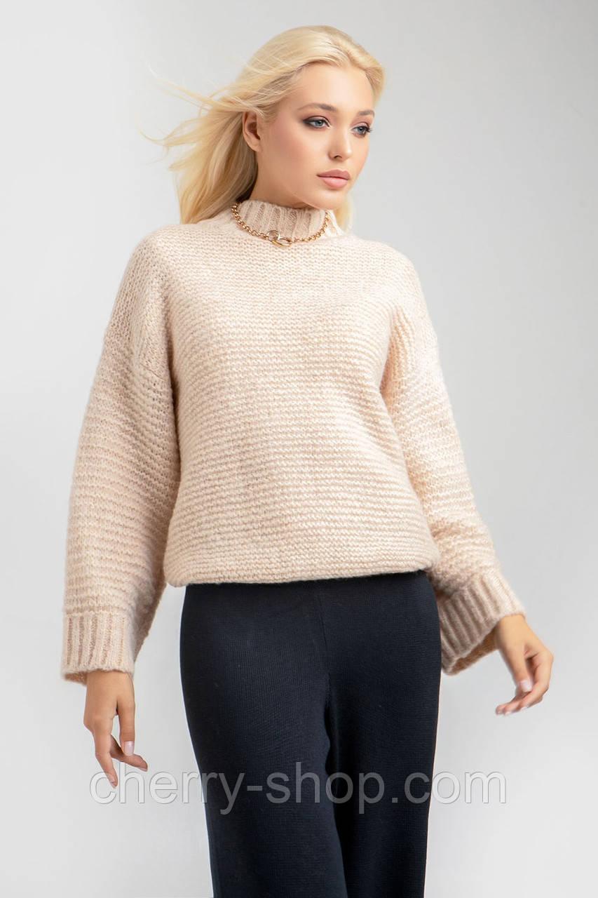 Теплый лаконичный свитер в цвете шампань