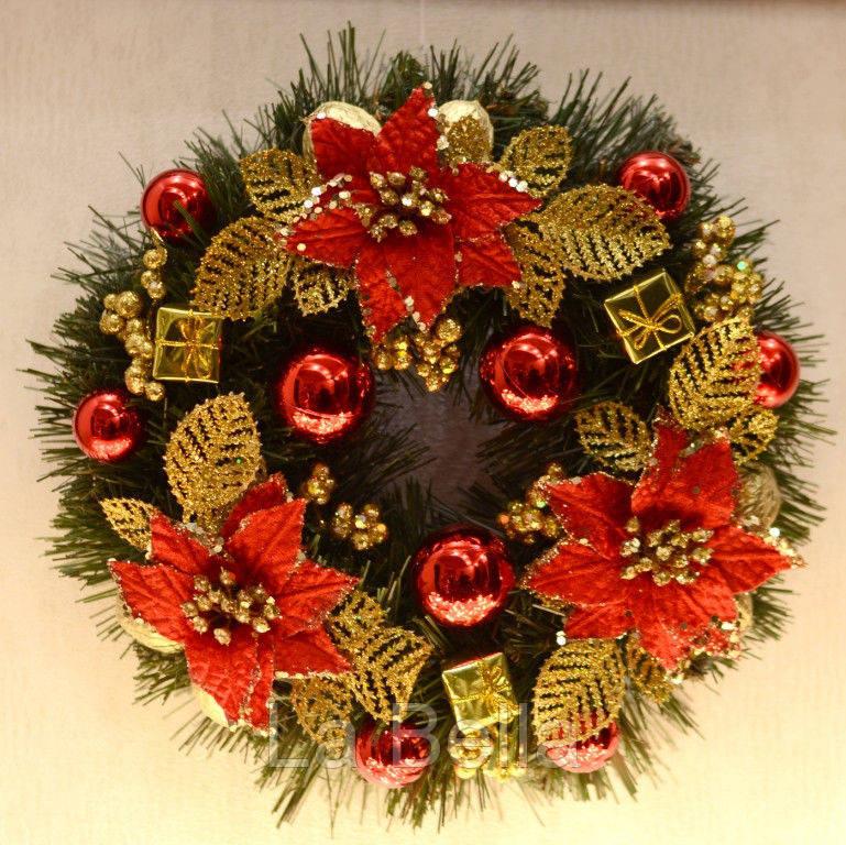 Венок новогодний  украшенный золотом с красным