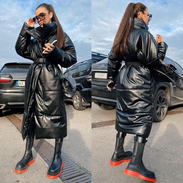 Женское объемное пальто на кнопках в спортивном стиле