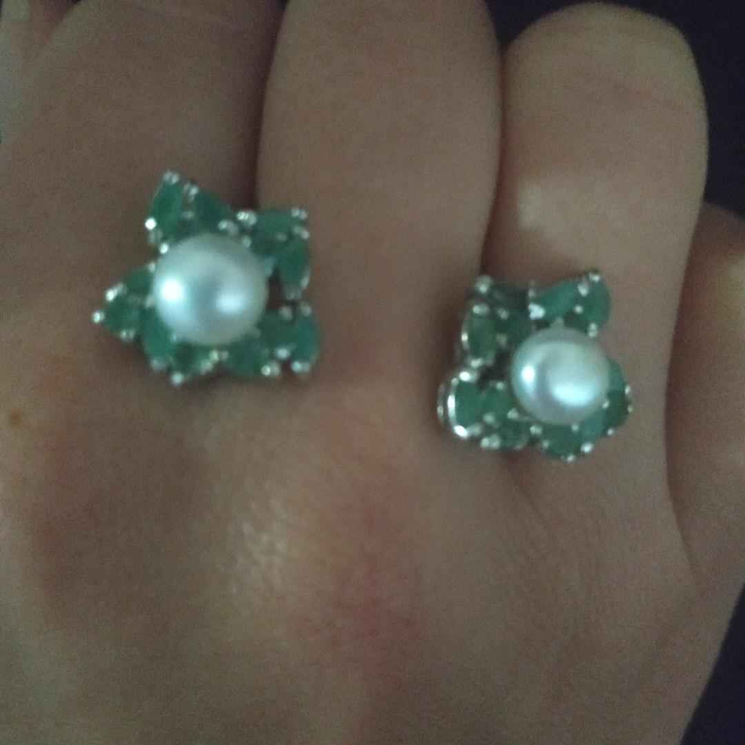 Срібні сережки з смарагдами і перлинами