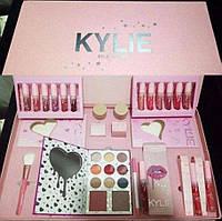 Набор подарочный KYLIE розовый   Подарочный набор декоративной косметики   Косметика Кайли Дженнер
