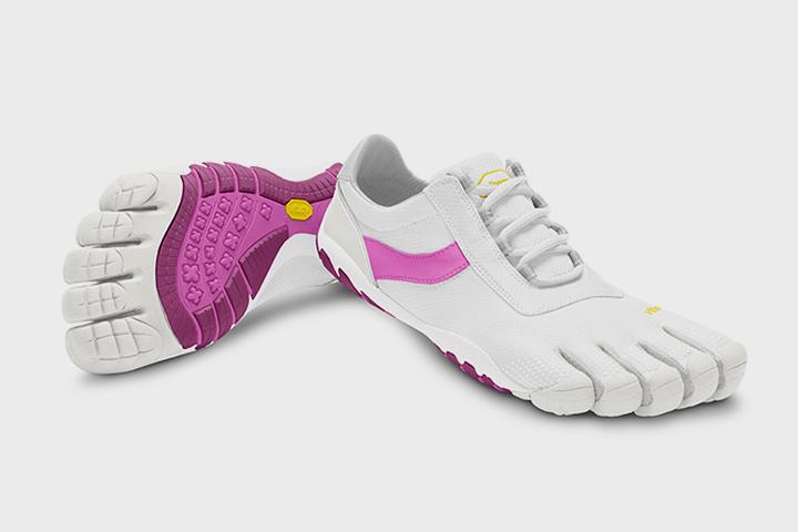 Шуточные кроссовки - пальцы