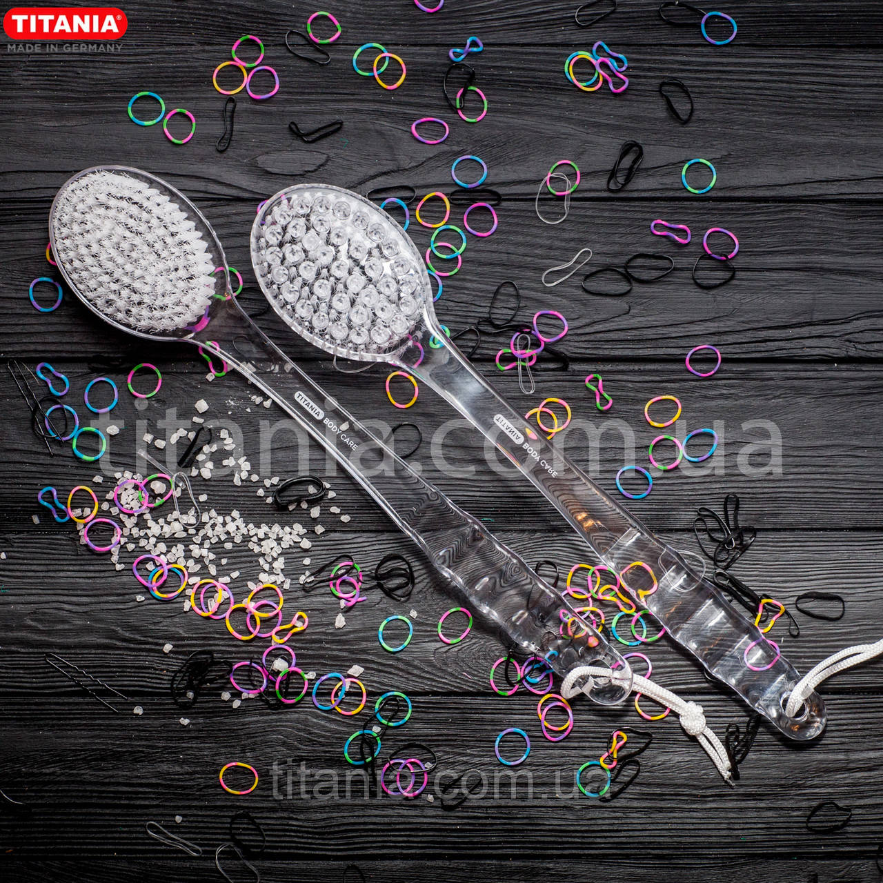 Массажная щетка на длинной ручке из синтетических материалов TITANIA арт.9115