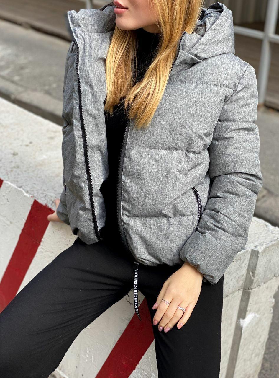 Женская короткая зимняя куртка на молнии с глубоким капюшоном и стойкой (р. 42-48) 84ki515