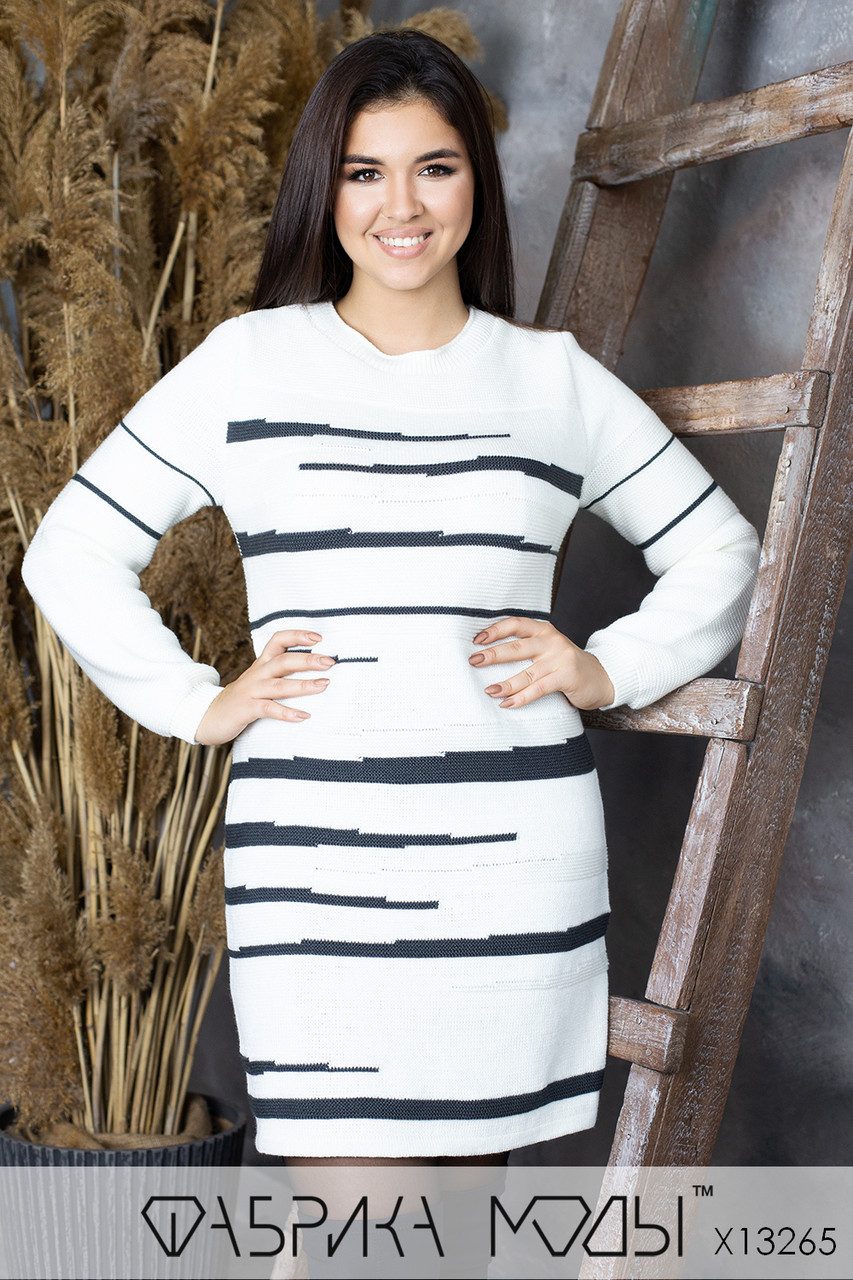 Двухцветное вязаное платье в больших размерах приталенного силуэта (р. 48 - 56) 1uk826