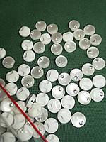 Пуговица PG740 со стразой  белая  на полуножке №16/10мм