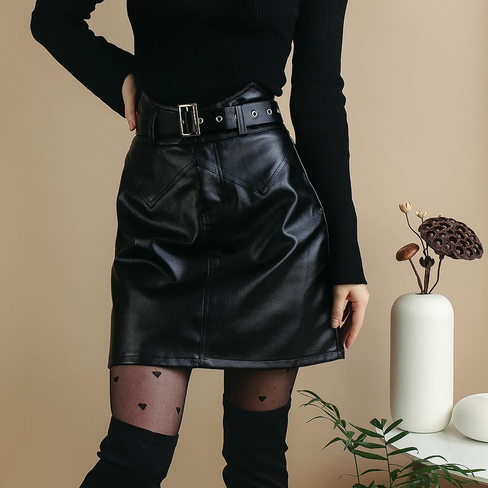 Эко-кожаная юбка короткая с поясом с ремнем черная или белая мини юбка