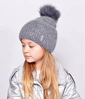 Красива, м'яка і тепла, зсередини підшита флісом дитяча шапка з бубоном сірий
