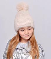 Красива, м'яка і тепла, зсередини підшита флісом дитяча шапка з бубоном беж