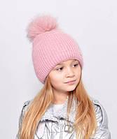 Красива, м'яка і тепла, зсередини підшита флісом дитяча шапка з бубоном персик