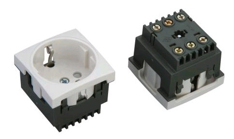 Розетка электрическая модульная 220В 45х45