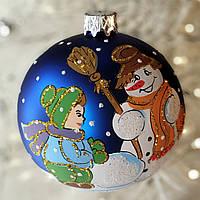 """Стеклянный ёлочный шар 80 мм """"Мальчишки и снеговик"""""""