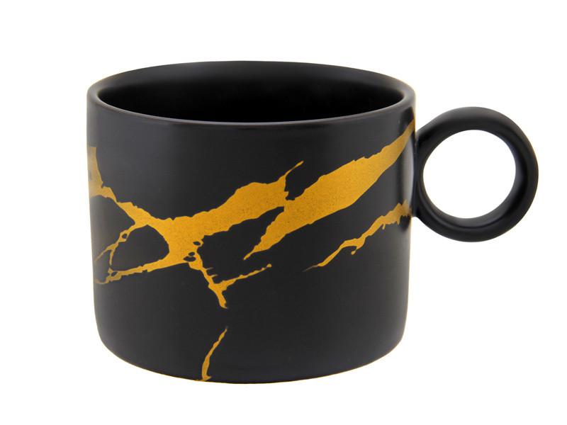 Чорна чашка з золотими розводами 280мл