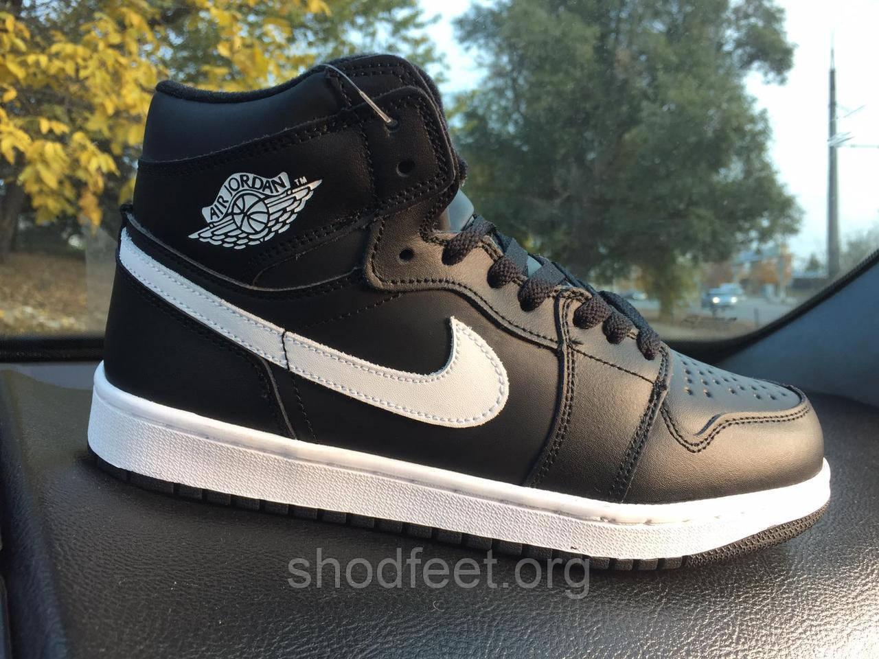 Подростковые зимние кроссовки Jordan 1 Retro Black White