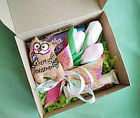 Подарочный набор С днём Рождения с котиком,букетом из тюльпанов с конфетами и сладостями.