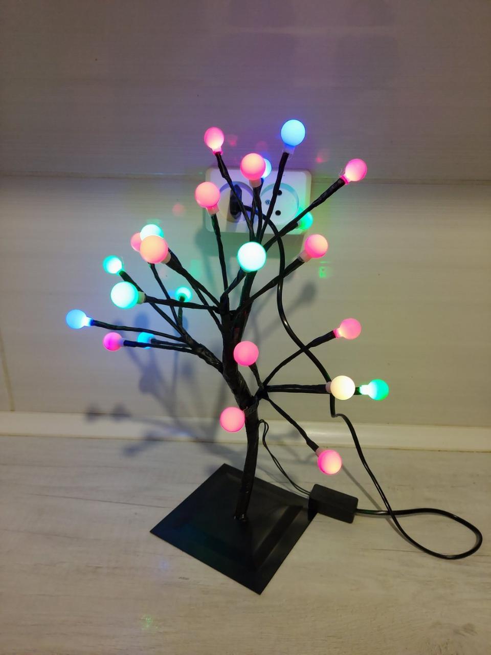 Маленькое дерево гирлянда (24 матовых шарика) свечение мультиколор высота 40см от сети 220вт