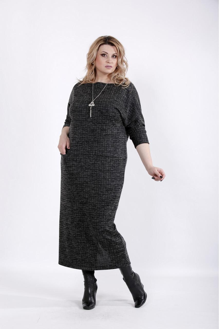 Чорне плаття в клітку для повних жінок